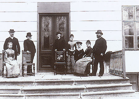 Семья Мигацци - Ирма четвёртая справа